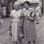 Rita Budínová s matkou Hanou, 1954