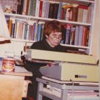 Rita Klímová doma při práci, 1983